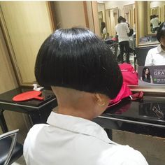 #hairdare #bob #undercut #shavednape #bobhaircut #closeshave #napeshave #womenshair #beauty Shaved Bob, Shaved Nape, Side Cut Hairstyles, Short Bob Hairstyles, One Length Bobs, Edgy Bob, Buzzed Hair, Crop Haircut, Clipper Cut