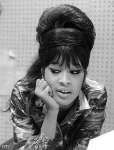 the beautiful ronnie spector