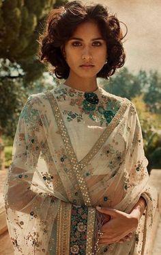 50 Latest Silk Saree Blouse Designs Catalogue 2019 Silk Saree Blouse Designs - High Neck Blouse For Latest Saree Blouse, Latest Silk Sarees, Pattu Saree Blouse Designs, High Neck Saree Blouse, Indian Attire, Indian Outfits, Anarkali, Lehenga Choli, Patiala Salwar