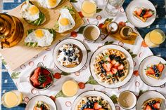 Looking to switch up the breakfast routine with the family? Why not have a brunch at home! Our go to brunch foods are avocados, fresh fruit, and waffles. Whats on your ideal brunch menu? Bottomless Brunch, Brunch Spots, Think Food, Easter Brunch, Mets, Recipe Of The Day, Breakfast Recipes, Breakfast Ideas, Breakfast Dishes