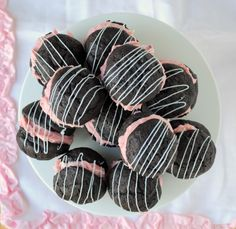 chocolate strawberry whoopie pies