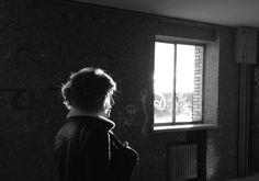 http://elpulpo.com.br/pb/compra/lights-out/ LIGHTS OUT_Este postal faz parte do trabalho da fotógrafa catalã Ana Benavent, uma artista que desenvolve sua obra entre o celular e câmeras analógicas, buscando sempre desvelar nossas sensações a partir do banal que é o cotidiano.