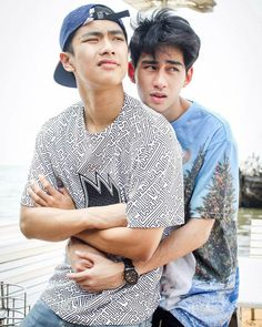 OhmToey / Make it right E Frame, Book And Frame, Cute Gay Couples, Couples In Love, Asian Men, Asian Boys, Group Poses, Lgbt Love, Love Scenes
