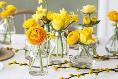 Avskårne blomster i Dalebekken vaser er perfekt til å pynte bordet med.