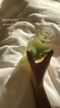 Healthy Drinks, Healthy Foods, Healthy Recipes, Stomach Cleanse, Celery Juice, Workout Aesthetic, Vegan Lifestyle, Wellness Tips, Mornings