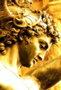 Perseus Greek Statues, Ancient Greek Sculpture, Art Sculpture, Clay Sculptures, Gold Aesthetic, Form Design, Greek Gods, Renaissance Art, Caravaggio