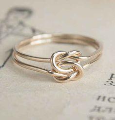 Anel Nó dos Amores em Ouro Puro, U$ 80 | 25 anéis de noivado deslumbrantes que não são feitos com diamantes