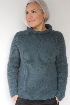 Arctic pattern by Susie Haumann : The pattern is available in both Danish and English. Jumper Knitting Pattern, Knitting Patterns Free, Knit Patterns, Free Knitting, Diy Pullover, New Shape, Knit Fashion, Fashion Women, Style Fashion