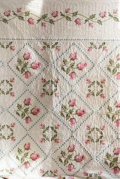 Pleasant View Schoolhouse: A Floral Quilt