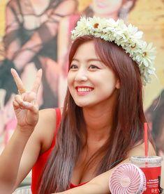 """트위터의 REVE 님: """"180722 하남 팬싸 #지효 #jihyo #ジヒョ #트와이스 #TWICE 웃는게 너무 이뻐… """" Kpop Girl Groups, Korean Girl Groups, Kpop Girls, Nayeon, Snsd, Asian Woman, Asian Girl, Park Ji Soo, Jihyo Twice"""