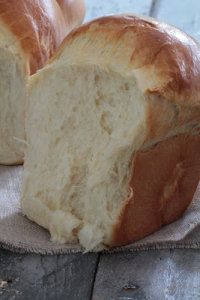 This bread look yummy but the recipe is all in French!  I may need to translate it and try it :)