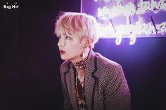 """원본 이미지 [스타캐스트] 날아올라! 방탄소년단 정규앨범 """"WINGS"""" 재킷 촬영장! Chapter 5: 어제보다 더 잘생긴 오늘의 뷔"""