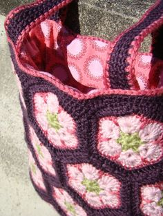 crochet tote with lining ... beautiful site with much more patterns ...