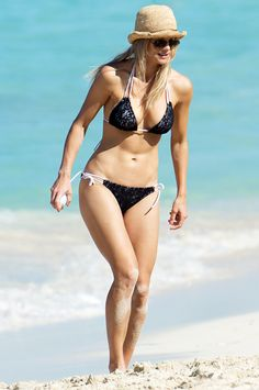 36fb1a45ce Elin Nordegren Reveals Sexy Bikini Body on Beach in Bahamas