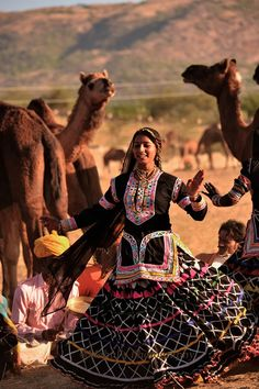 Folk Dance at Camel Fair Pushkar, Baile Jazz, Indian Classical Dance, Amazing India, India Culture, Folk Dance, Tribal Fusion, Rajasthan India, People Of The World, Folklore