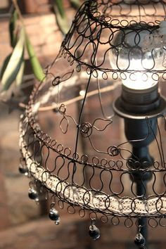 N16 Lamp Shades, Light Shades, Sculptures Sur Fil, Wire Chandelier, Barbed Wire Art, Art Fil, Lamp Inspiration, Photo Souvenir, Wire Flowers