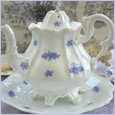 Chelsea pattern - I want this teapot for my collection... Know where I can find one? Aiken House & Gardens: A Gardener's Tea