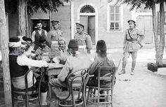 şgal yılları 1920'li yıllar. İngiliz askerleri ve kahvedekiler..