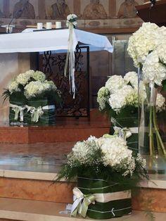 #matrimonio #ortensie Church Wedding Flowers, Altar Flowers, Church Flower Arrangements, Church Wedding Decorations, Beautiful Flower Arrangements, Chapel Wedding, Flower Centerpieces, Wedding Centerpieces, Wedding Ceremony