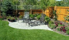 Amazing Ideas for Small Backyard Landscaping - My Backyard ideas Back Gardens, Outdoor Gardens, Backyard Sitting Areas, Fence Landscaping, Landscaping Around Patio, Inexpensive Landscaping, Landscaping Company, Yard Design, Fence Design
