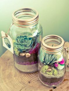 Make your mom a Mason jar terrarium for Mother's Day #mothersday #terrarium #DIY #craft #Masonjar