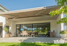 SELECT bedeutet Auswahl, und genau das bieten die SELECT Markisen von KLAIBER: eine einzigartige Vielfalt an Anwendungs- und Montagemöglichkeiten. Auf engstem Raum, im Privat- oder Gastronomiebereich, für Terrassen und Gartensitzplätze – die kompakte SELECT Markise mit Dreikanttragrohr-Technik sorgt für die universelle Beschattung. Pergola, The Outsiders, Outdoor Decor, Home Decor, Roof Drain, Narrow Rooms, Winter Garden, Porches, Home And Garden