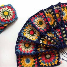 """3,288 Likes, 23 Comments - Örgü-Crochet-Baby Blanket (@sevilce_orguler) on Instagram: """"Oyle ozledim ki sis orgusunu... Sanirim elimdeki son battaniye biter bitmez ilk isim sis ve yunumu…"""""""