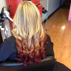 2015 Top 6 Ombre Hair Color Ideas for Blonde Girls Buy & DIY. In recent few seasons, Ombre hair color is no doubt becoming more popular. It obviously has been the Nouveau Chic of many hair designers, frequently seen in fashionREAD Blonde To Burgundy, Blonde Hair With Red Tips, Dyed Blonde Hair, Blonde Color, Hair Dye, Burgundy Balayage, Ombre Color, Blonde Highlights, Balayage Hair