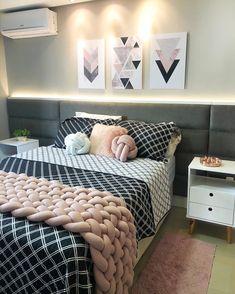Home Decor Bedroom, Lounge Room Styling, Bedroom Closet Design, Room Design Bedroom, Bedroom Decor, Grey Bedroom Decor, Teenage Room Decor, Home Decor Shelves, Cozy Room Decor