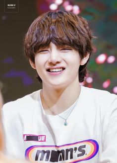 Kim Taehyung or BTS V is known for his duality. He can possess a totally different persona, from being cute to being extremely hot. Daegu, Bts Taehyung, Bts Bangtan Boy, Taehyung Smile, Bts Aegyo, Taehyung Fanart, Seokjin, Namjoon, Stigma V