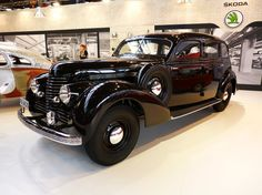 Skoda Superb 4000 1940 Vintage Cars, Antique Cars, Old Cars, Volvo, Cars And Motorcycles, Super Cars, Transportation, Classic Cars, Automobile