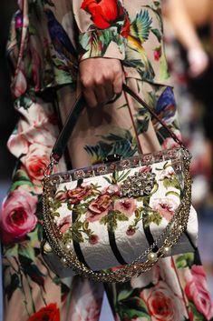 Collezione borse Dolce e Gabbana Primavera Estate 2016 - Borsa a mano effetto decoupage con catene