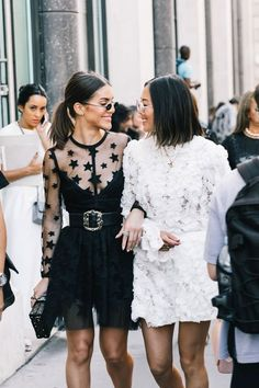 Street Style Looks von den Herbst 2017 Couture Shows in Paris Street Style Chic, Street Style Outfits, Looks Street Style, Street Style Summer, Mode Outfits, Looks Style, Fashion Outfits, Dress Fashion, Fashion Week