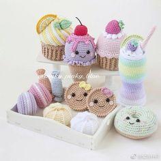 디저트카페,커피숍 등 다양한곳에 소품으로 딱일듯하죠? : 네이버 블로그 Crochet Cake, Crochet Fruit, Crochet Food, Crochet Gifts, Cute Crochet, Knit Crochet, Crochet Doll Pattern, Crochet Toys Patterns, Amigurumi Patterns