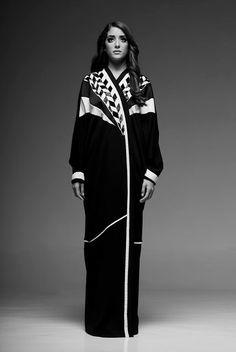 With all the craziness of copycat abaya designs around, I started craving something different for a change. So when Rawan Azhar, the Sau. Abaya Fashion, Muslim Fashion, Modest Fashion, New Abaya Style, Old School Fashion, Black Abaya, Mode Abaya, Pakistani Outfits, Pakistani Clothing