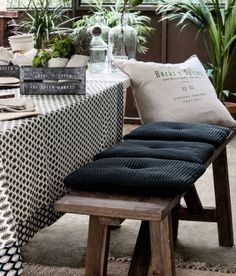 Moss-knit seat cushion is perfect for outdoor dining!
