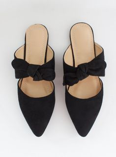 Black suede flat with pointy toe and bow Strappy Flats, Slingback Flats, Bow Flats, Pointy Flats, Cute Shoes, On Shoes, Me Too Shoes, Shoe Boots, Shoes Sandals