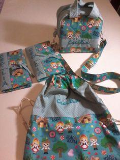 Kit escolinha.  Lancheira térmica, saco para roupas,  Kit higiene e porta talheres.