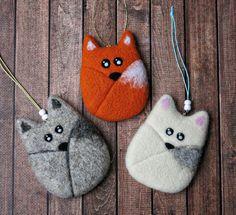 Idea for felting fox Needle Felted Animals, Felt Animals, Needle Felting, Handmade Soft Toys, Handmade Felt, Felt Animal Patterns, Felt Crafts Diy, Felt Fairy, Felt Purse
