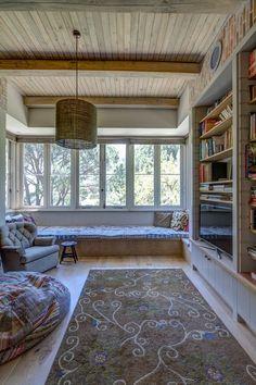 Big Family Room Windowsill  - Window Ideas