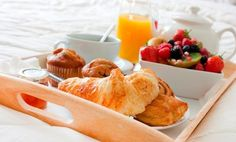 We chose our favorite breakfast recipes to help Mom start off right. These Mother's Day Breakfast in Bed dishes that are quick, healthy, and kid-friendly. Breakfast And Brunch, Breakfast Tray, Mothers Day Breakfast, Perfect Breakfast, Morning Breakfast, Breakfast Ideas, Breakfast Pictures, Continental Breakfast, Recipe Of The Day