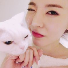 SNSD Sunny snap cute selfies with her cat Taeyeon Jessica, Kim Hyoyeon, Sooyoung, Yoona, South Korean Girls, Korean Girl Groups, Sunny Snsd, Korean Birthday, Young Kim