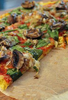 Spaghetti Squash Crust Pizza: 4 cups cooked spaghetti squash small) 1 cup mozzarella (partly skim/shredded) 1 egg 2 egg whites 2 cloves garlic, minced 1 tsp oregano, dried 1 tsp parsley, dried salt & pepper- make white pizza and don't use tomato sauce Pizza Recipes, Low Carb Recipes, Real Food Recipes, Vegetarian Recipes, Cooking Recipes, Yummy Food, Healthy Recipes, Tasty, Squash Pizza