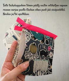 DIY: Pussukka tuplavetoketjulla - Punatukka ja kaksi karhua Sewing Patterns, Coin Purse, Weaving, Embroidery, Purses, Crochet, Wallets, Blog, Ideas