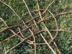 Take your patio layout design to the next level with our list of favorite ideas. Twig Crafts, Nature Crafts, Garden Crafts, Crafts To Do, Garden Projects, Garden Art, Crafts For Kids, Garden Design, Beach Crafts