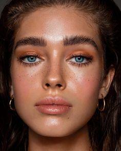 haare und make-up retuschieren @ carolinhornofretouch shot… , Makeup Trends, Makeup Inspo, Makeup Inspiration, Makeup Ideas, Makeup Tips, Kiss Makeup, Makeup Art, Face Makeup, Sun Kissed Makeup