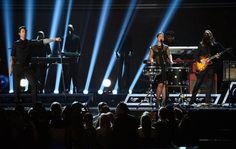 Maroon 5 y Alicia Keys durante su presentación en la ceremonia de los #Grammys