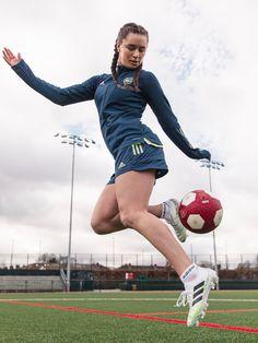 Football Girls, Girls Soccer, Football Soccer, Female Football, Soccer Gear, Soccer Kits, Soccer Poses, Courses Hippiques, Soccer Photography