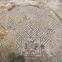 Descubren en Astorga unos espléndidos mosaicos romanos y una estatua de un fauno
