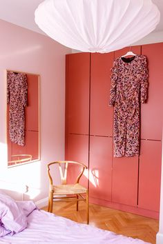 Colorful bedroom, pink deco and warm blush from Jotun Lady Bedroom Green, Bedroom Colors, Colorful Decor, Colorful Interiors, Danish Bedroom, Jotun Lady, Danish Interior, Home Hacks, Danish Design